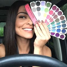 Apegada demais com minha cartela de cores!!!!!! Só saio pra comprar com ela na bolsa... #consultoriadeimagem @talithacastro
