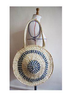 70's  round straw handbag /handmade stitched / beach pouch / woven straw bag / bohemian chic style / travel / summer