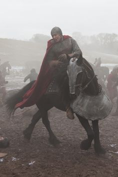 I'm pinning this mainly for the horse. Who looks like a boss.   ...Oh! Look there's Hiddles too.