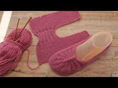 How To Start Knitting, Easy Knitting, Knitting Yarn, Knit Slippers Free Pattern, Knitted Slippers, Baby Knitting Patterns, Knitting Designs, Crochet Shoes, Knit Crochet