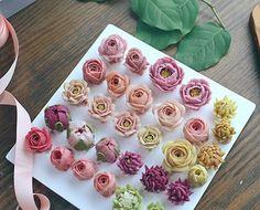 예쁘게 나란히 나란히- D.storycake- . #instagood #flowercake #like #flower#cake #instaflower #buttercream #beanpaste #canon #peony #flores #꽃 #예쁘다그램 #분홍분홍 #pink #꽃스타그램 #떡케이크 #앙금플라워 #떡#dailypic #작약 #앙금플라워떡케이크 #간식 #수제케이크 #취미