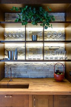 Many of us have basements at home so why not to organize a bar there. We've gathered a bunch of stylish basement bar decor ideas to help you with that. Wet Bar Basement, Basement Bar Plans, Basement Bar Designs, Basement Ideas, Wet Bar Designs, Home Bar Designs, Bar Shelves, Glass Shelves, Open Shelves