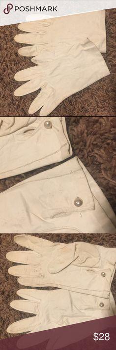 Vintage Leather White Gloves w/pearls Vintage White Leather Gloves w/Pearl Buttons. Vintage Accessories Gloves & Mittens