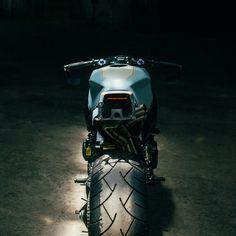 Honda CBR954RR Fireblade. 240 Rear tire.