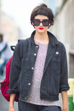 Big glasses & bold lips in Milan #streetstyle