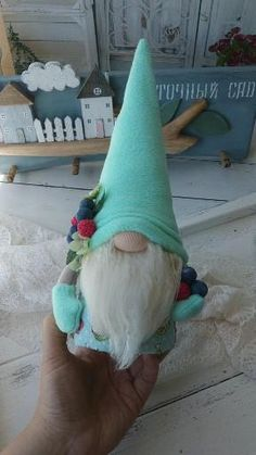 Easy Christmas Crafts, Christmas Gnome, Christmas Projects, Fall Crafts, Halloween Crafts, Diy And Crafts, Christmas Decorations, Christmas Ornaments, Gnome Ornaments