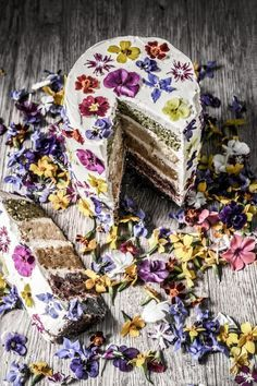 Bolo florido| Flowerfetti cake: http://www.casadevalentina.com.br/blog/bolo-florido-flowerfetti-cake/