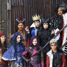 the villains with their Descendants #DisneyDescendants