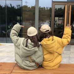 Korean Fashion – How to Dress up Korean Style – Designer Fashion Tips Bff Pictures, Best Friend Pictures, Friend Photos, Korean Girl Photo, Cute Korean Girl, Ulzzang Fashion, Korean Fashion, Best Friends Aesthetic, Korean Best Friends