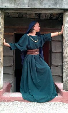 That sash/belt combo! Greek Clothing, Medieval Clothing, Historical Clothing, Ancient Roman Clothing, Celtic Clothing, Biblical Costumes, Roman Clothes, Larp, Character Outfits