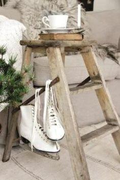 rustic winter decor via It's me: Dadeltakken. Noel Christmas, Country Christmas, Winter Christmas, All Things Christmas, Vintage Christmas, Christmas Crafts, Christmas Decorations, Holiday Decor, Burlap Decorations