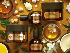 Indulge in our Spa of the World blissful ritual collection. We've traveled to beautiful corners of paradise to find most luxurious ingredients. The Blissful Ritual combines rich, nurturing oils with solar fragrances to take you to an exotic place.