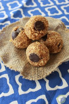 Pumpkin Energy Bites [no bake, take 5 minutes to prep, stay good in fridge for 2 weeks] #healthy #fall #dates