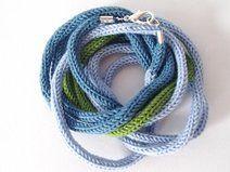 collana da donna in lana, tonalità verde azzurro