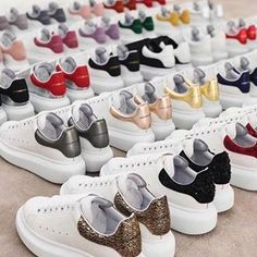 Alexander McQueen Source by shaneaurea mcqueen shoes Alexander Mcqueen Sneakers Women, Alexander Mcqueen Shoes, White Sneakers, Shoes Sneakers, Shoes Heels, Sneakers Fashion, Fashion Shoes, Basket Mode, Hype Shoes