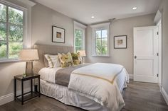 edgecomb gray in a bedoom with a low contrast ceiling paint colour