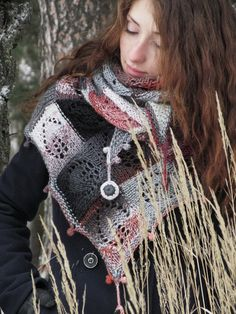Summer Knitting, Lace Knitting, Knitting Patterns Free, Knitted Shawls, Crochet Scarves, Poncho Outfit, Handloom Weaving, Knit Or Crochet, Shawls And Wraps