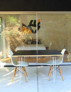 Petite table à manger pour l'extérieur avec hairpin legs  http://www.homelisty.com/diy-hairpin-legs/