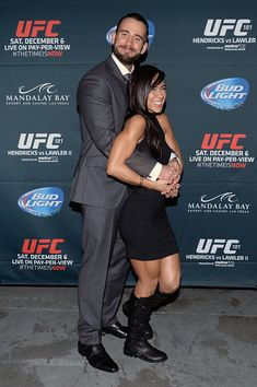 cm punk aj lee at ufc | Photos: WWE Diva AJ Lee & CM Punk Backstage At UFC 181 In Las Vegas ...