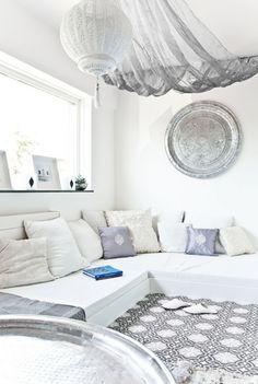 Modern Marokkaanse witte woonkamer