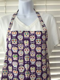 Sugar skulls apron / day of the dead / dia de los muertos / fancy skulls / adult apron with pocket