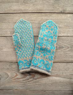 Beige Turquoise Mittens with Flowers  Victorian by lyralyra, $36.00