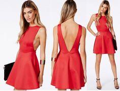"""Gli abiti da sera che lasciano la schiena scoperta sono tra i preferiti delle celebrities sul 'red carpet"""".http://www.sfilate.it/226194/backless-dress-quando-schiena-diventa-protagonista"""