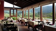 Disfruta de nuestros desayunos y cenas en nuestro restaurante , con vistas a la Sierra del Cuera. También puedes tomarte unas sidras, leer, relajarte en nuestra terraza al final del día... disponemos de un espacio especial que invita al relax.