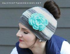 The Best Free Crochet Ponytail Hat Patterns (aka Messy Bun Beanies) – This Season's Fave Gift!   KnitHacker