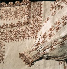 Camicia close-up century Tuscany (?) (Museo del tessuto Prato) double running stitch pleatwork long armed cross stitch and lace. Mode Renaissance, Renaissance Costume, Renaissance Fashion, Renaissance Clothing, Italian Renaissance, 16th Century Clothing, 16th Century Fashion, 17th Century, Historical Costume