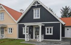 Bl�vandslyst Bl�vand VI Bl�vand Bl?vandslyst Bl?vand VI is located in Bl?vand and can accommodate up to four persons. The two-bedroom accommodation will provide you with a TV, free internet access, a terrace, a sauna and a hot tub.