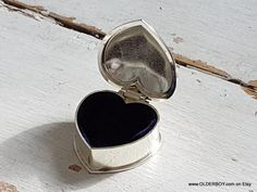 Little Heart Box Silver plated casket collectible small heart pix jewelry rings holder vintage jewellery vtg case for wedding rings N10/776