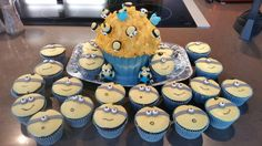 Minion cup cakes Minion Cup, Minion Party, Minions, Cup Cakes, Desserts, Food, Meal, Cupcake, Deserts