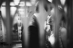 Casamento - Wedding - Noivos - Bride and Groom - Confeitaria Colombo - Rio de Janeiro - RJ - Brasil - Brazil - Elevador - Elevator - Casal - Couple - Raoní Aguiar Fotografia