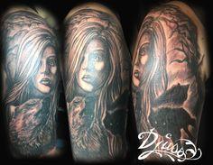 Femme avec des loups en réalisme par Justin Lanouette chez tatouage Calypso.