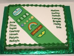 Such a cute troop cake! This is cute for Daisy scout too!