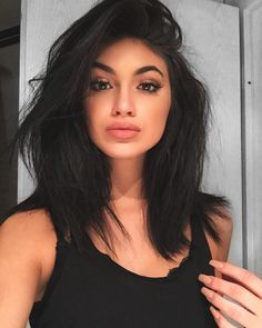 Is this a Kylie Jenner look alike or Kylie ! Lol I can't even tell :O. Lob