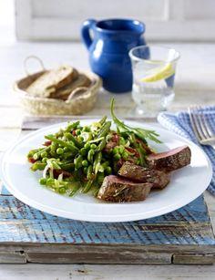 Unser beliebtes Rezept für Rosmarin-Lammlachse mit Erbsen-Bohnen-Salat und mehr als 55.000 weitere kostenlose Rezepte auf LECKER.de.
