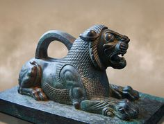 Bronze statuette of a Lion from the First Persian or Achaemenid Empire to cent. BC excavated from the Acropolis Susa, present day Iran. The Louvre Museum, Paris. Rome Antique, Art Antique, Historical Artifacts, Ancient Artifacts, Perse Antique, Statues, Alexandre Le Grand, Stone Lion, Fu Dog