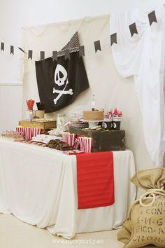 Piraten Buffet Das ist wirklich eine schöne Idee zum Kindergeburtstag.Vielen Dank dafür! Dein blog.balloonas.com #kindergeburtstag #motto #mottoparty #party #kids #birthday #idea #pirat #seemann #seeräuber #ahoi