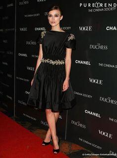 Petite robe noire portée par Keira Knightley sur le tapis rouge