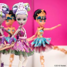 Photo Credit to - looks like competition in the air - Cartoon Girl Drawing, Girl Cartoon, Girl Drawings, Vampires, Personajes Monster High, Wolf, Mattel, Ever After High, Monster High Dolls