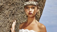 Braut Make up mit Bronze-Eyeshadow und burgunderroten Lippen