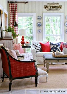 31 Ideas Painted Furniture Colors Southern Style Window For 2019 Casas Magnolia, Casas Country, Sweet Home, Savvy Southern Style, Colorful Furniture, Painted Furniture, White Furniture, Country Style Homes, Pottery Barn