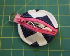 Oh. THAT Annelie...: DIY Project: Circle Zip Earbud Pouch
