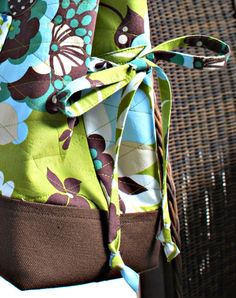 Bow Tucks bag - got the pattern Bag Tutorials, Diy Bags, Needle And Thread, Organizers, Pouches, Tote Bags, Purses And Bags, Diaper Bag, Free Pattern