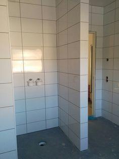 Kakling pågår i badrummet på våning 2.