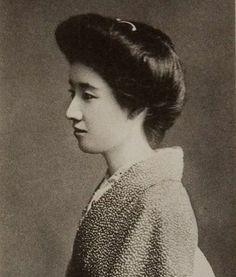 白蓮 Yanagihara Byakuren(Japanese Poetess) :  She was referred to as one of the three beautiful women of the Taisho period, along with Takeko KUJO and Byakuren YANAGIHARA.