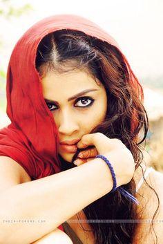 Genelia in Urumi - 04 Beauty Full Girl, Beauty Women, Hot Actresses, Indian Actresses, India Beauty, Asian Beauty, Genelia D'souza, Indian Couture, Tamil Movies