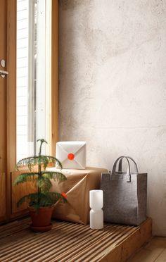 Iittala Christmas Home. Iittala + Varpunen collaboration. Lantern lamp, Meno felt bag.